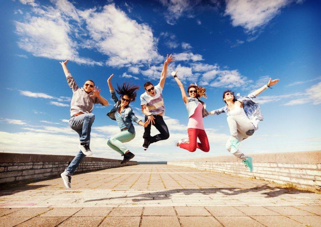 Університет новітніх технологій вітаєз динамічним, емоційним та сповненим запалу святом – Міжнародним днем молоді!